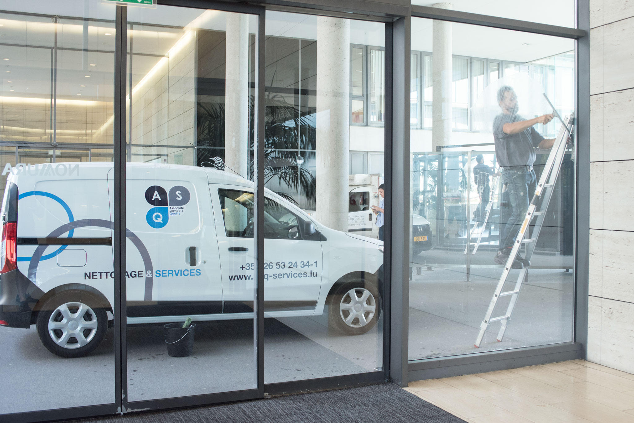 Agent de maintenance – Nettoyage de vitres bureaux